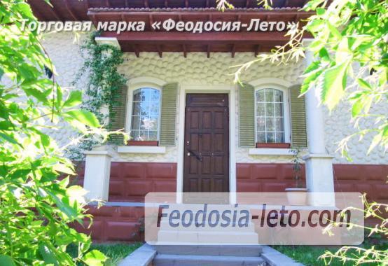 Роскошный гостевой дом с бассейном в Феодосии на улице Куйбышева - фотография № 1