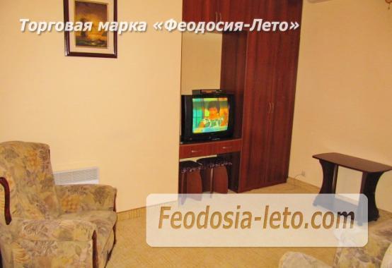 Роскошный гостевой дом с бассейном в Феодосии на улице Куйбышева - фотография № 15