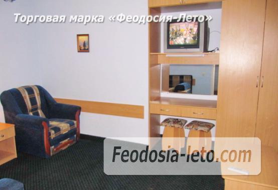 Роскошный гостевой дом с бассейном в Феодосии на улице Куйбышева - фотография № 24