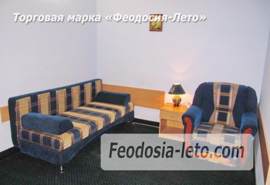 Роскошный гостевой дом с бассейном в Феодосии на улице Куйбышева - фотография № 25