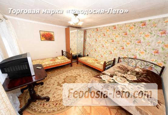 во дворе дома в Феодосии - фотография № 13