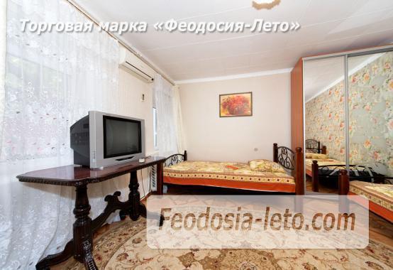 во дворе дома в Феодосии - фотография № 12