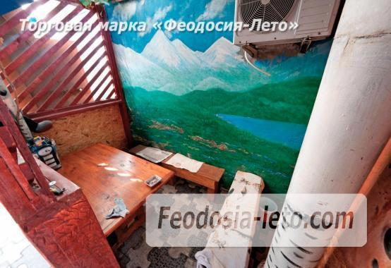Двор коттеджа в Феодосии на улице Гольцмановской - фотография № 5