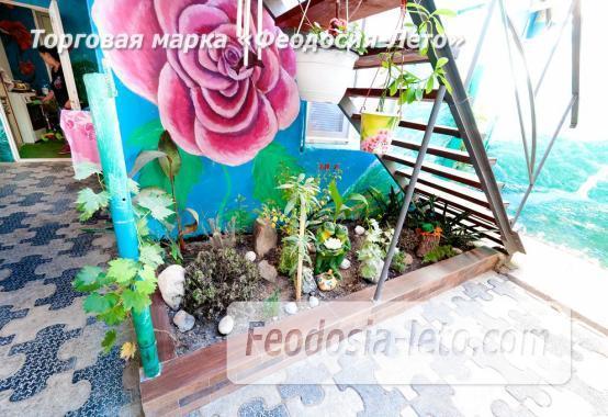 Двор коттеджа в Феодосии на улице Гольцмановской - фотография № 2