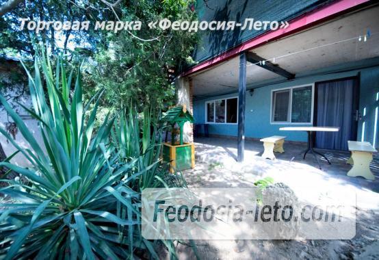 Частный сектор в Феодосии на берегу моря - фотография № 2