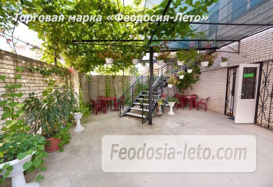 Дом отдыха в Феодосии напротив Черноморской набережной на улице Федько - фотография № 1