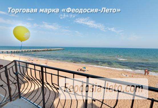 Эллинг на берегу моря на Золотом пляже в Феодосии - фотография № 1
