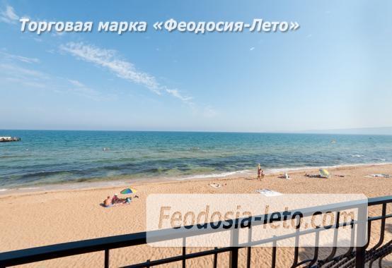 Эллинг на берегу моря на Золотом пляже в Феодосии - фотография № 2