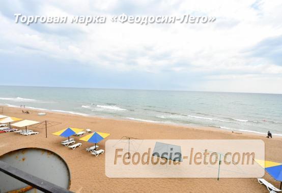 С кухней на берегу моря эллинг в Феодосии с видом на море из 3-х комнат - фотография № 1