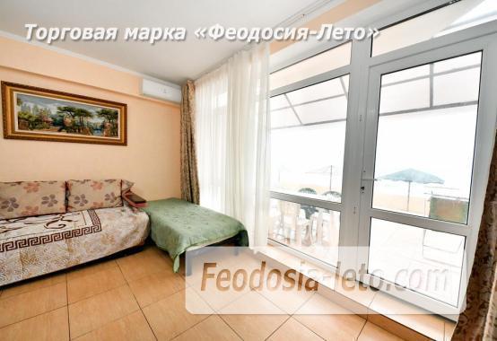 С кухней на берегу моря эллинг в Феодосии с видом на море из 3-х комнат - фотография № 2