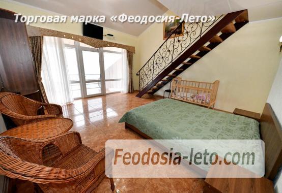 С кухней на берегу моря эллинг в Феодосии с видом на море из 3-х комнат - фотография № 7