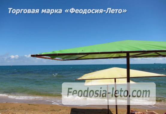 Эллинг со своим пляжем на Черноморской набережной в Феодосии - фотография № 1