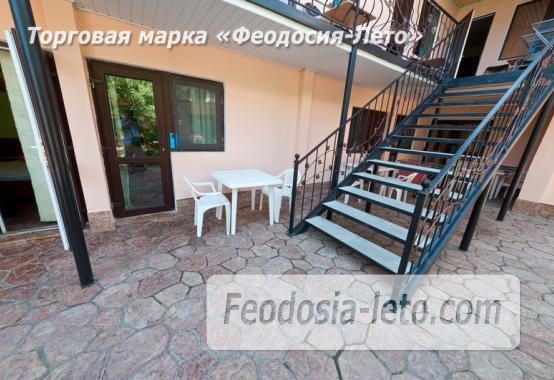 Гостиница с бассейном на улице Дружбы в Феодосии - фотография № 8