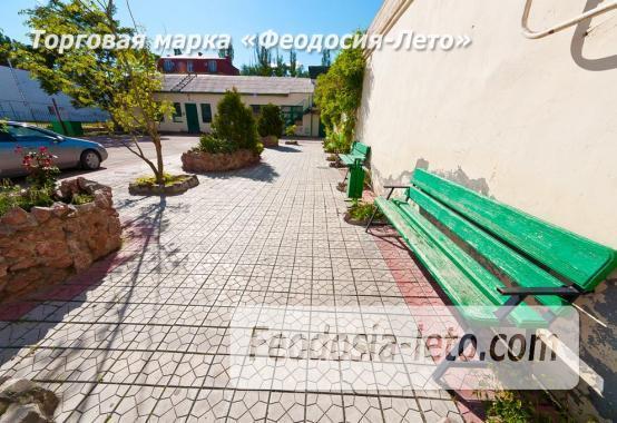 Гостиница со стоянкой для автомобилей, улица Федько в Феодосии - фотография № 27