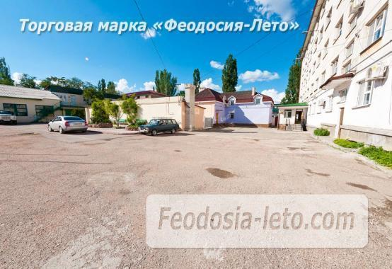 Гостиница со стоянкой для автомобилей, улица Федько в Феодосии - фотография № 2