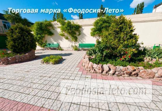Гостиница со стоянкой для автомобилей, улица Федько в Феодосии - фотография № 3