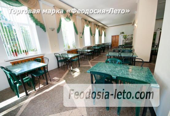 Гостиница со стоянкой для автомобилей, улица Федько в Феодосии - фотография № 6