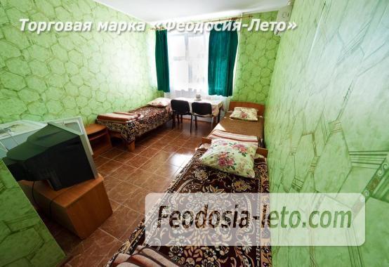 Гостиница со стоянкой для автомобилей, улица Федько в Феодосии - фотография № 19