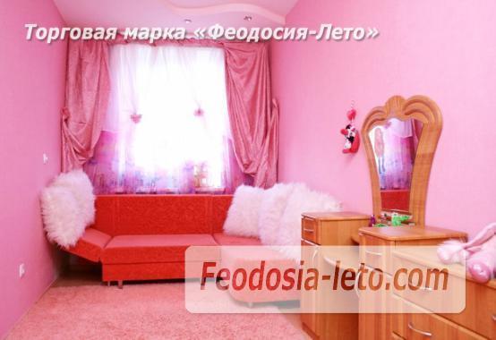 Красивая 2 комнатная с розовой спальней квартира в Феодосии - фотография № 1