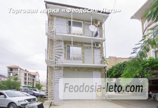 Номера с кухней в эллинге в Феодосии на Черноморской набережной - фотография № 1