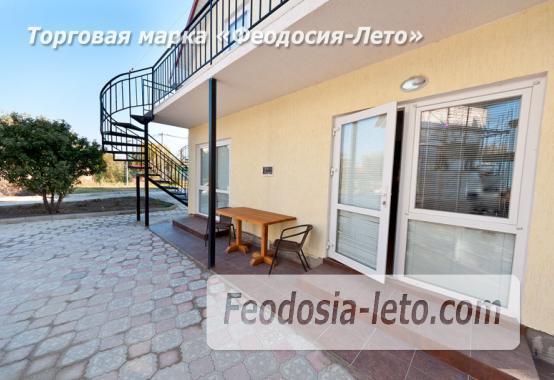 Номера в домиках на берегу моря в Феодосии на Керченском шоссе - фотография № 2