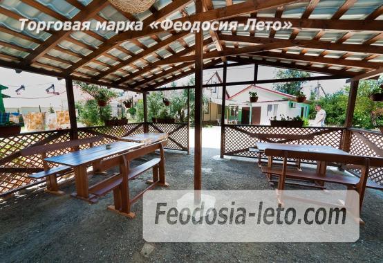 Номера в домиках на Керченском шоссе на Золотом пляже - фотография № 3