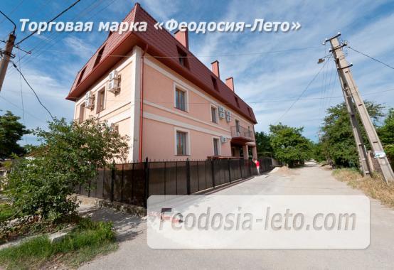 Новая гостиница у моря на улице Листовничей в Феодосии - фотография № 1