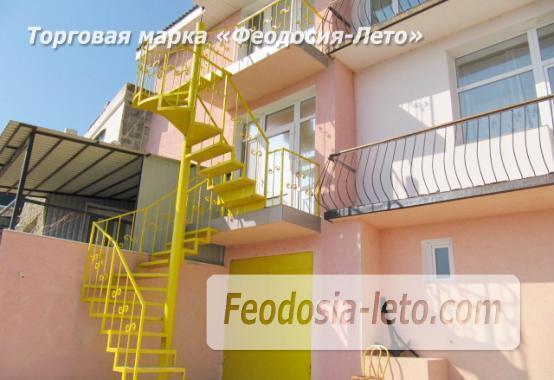 Оригинальный эллинг на Черноморской набережной в Феодосии - фотография № 1