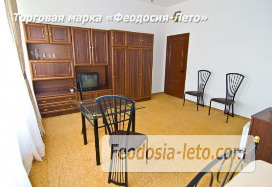 Отель рядом с центральной набережной Феодосии на улице Революционная - фотография № 6