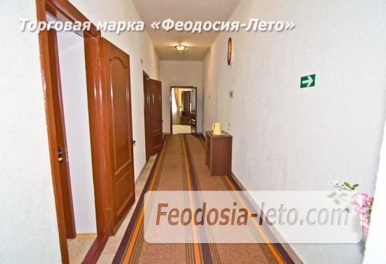 Отель рядом с центральной набережной Феодосии на улице Революционная - фотография № 16