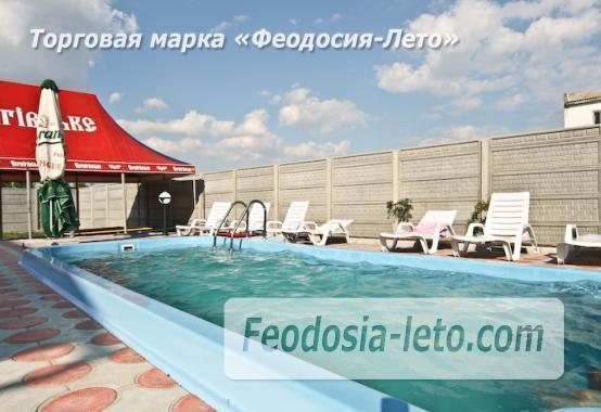 Отель с бассейном на улице Грина в Береговом - фотография № 1