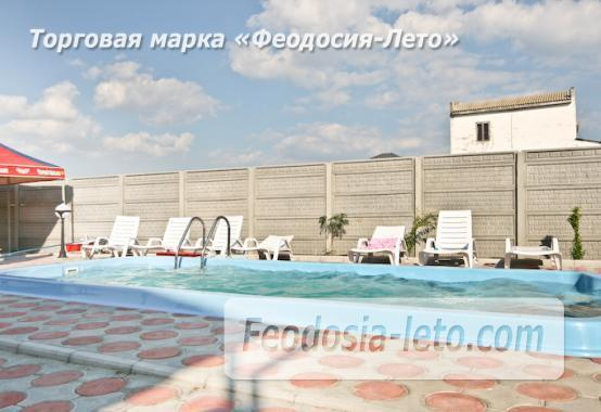 Отель с бассейном на улице Грина в Береговом - фотография № 2