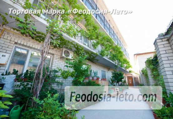 Тихий отель на улице 30 Стрелковой дивизии в Феодосии - фотография № 1