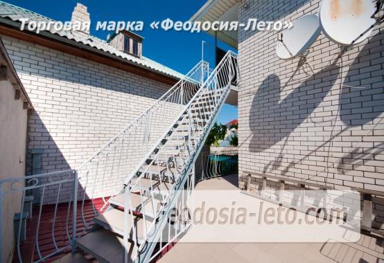 Тихий отель на улице 30 Стрелковой дивизии в Феодосии - фотография № 13