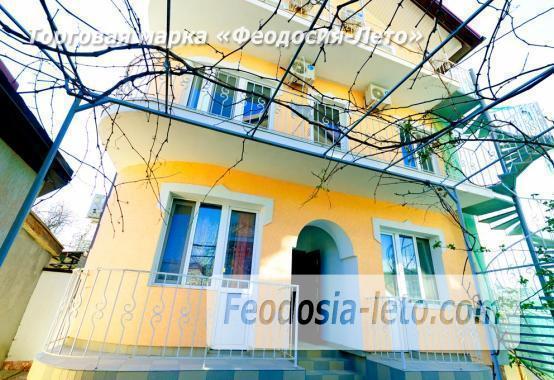 Дома в Феодосии у моря, рядом набережная и кинотеатр - фотография № 1