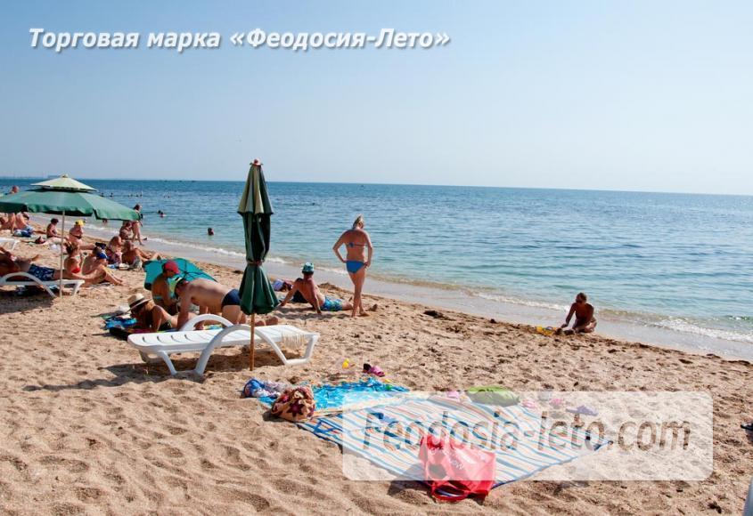 Пляжи Феодосии на Черноморской набережной - фотография № 6