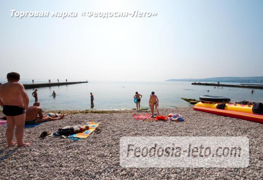 Пляж Ай-Петри, рядом с кафе Суворинские камни в Феодосии - фотография № 13
