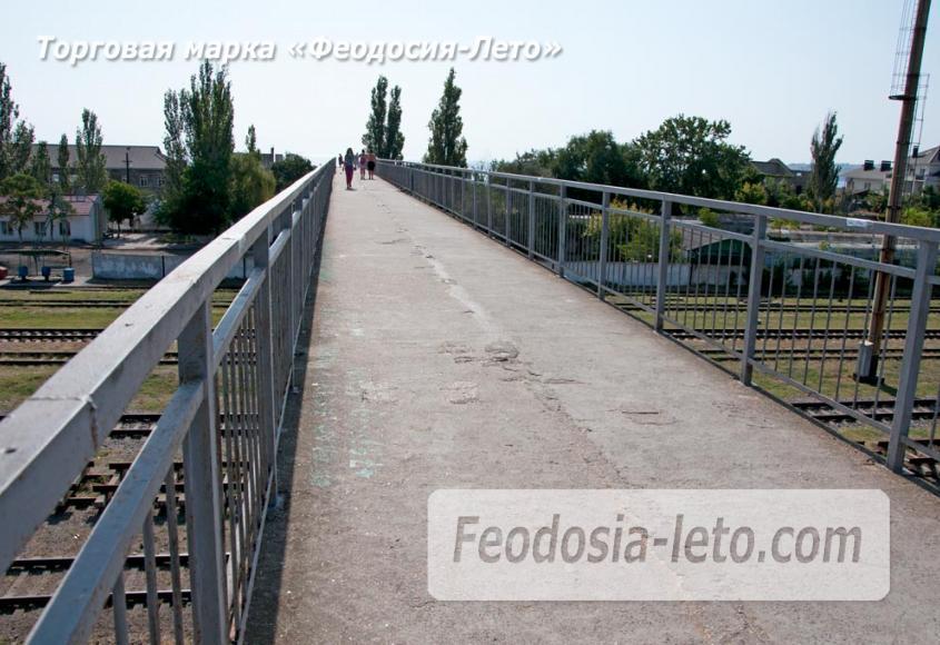 Мост в Феодосии на станции Айвазовская на пути к Черноморской набережной и пляжу - фотография № 6