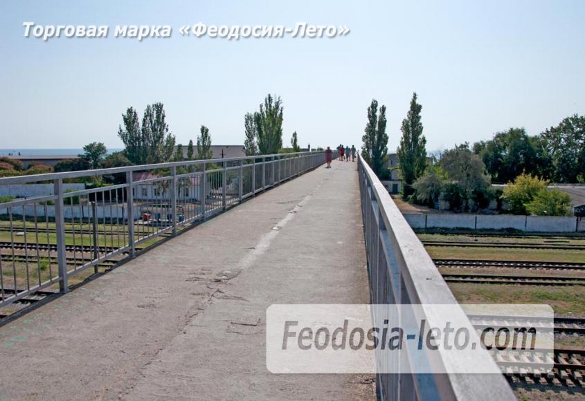 Мост в Феодосии на станции Айвазовская на пути к Черноморской набережной и пляжу - фотография № 7
