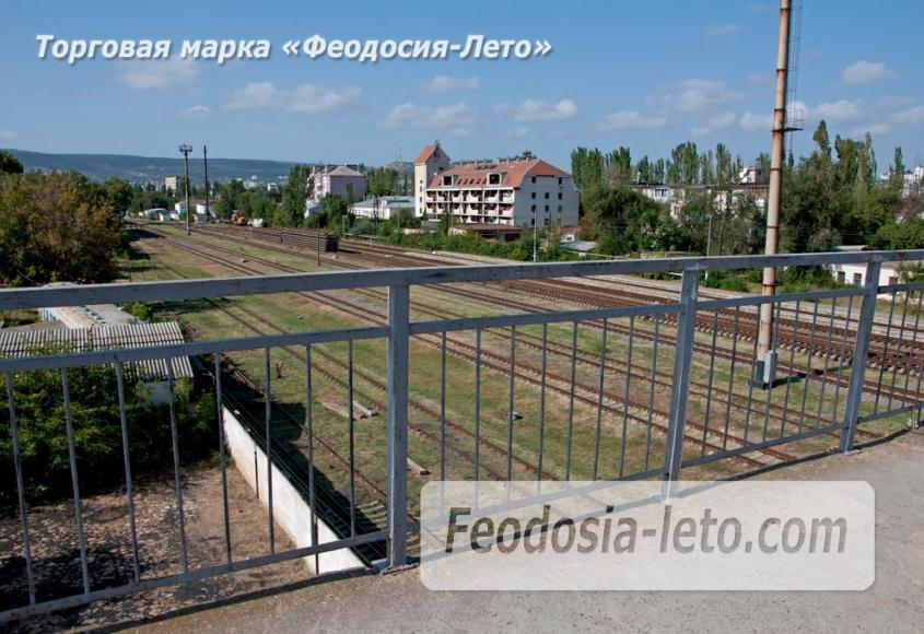 Мост в Феодосии на станции Айвазовская на пути к Черноморской набережной и пляжу - фотография № 9