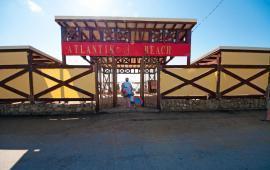 Бесплатный песчаный пляж Атлантик на Черноморской набережной в г. Феодосия