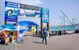 Центральный пляж Камешки в Феодосии