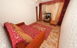 2 комнатная квартира в Феодосии с красивым ремонтом, бульвар Старшинова, 23