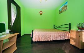 2 комнатный отдельный коттедж в Феодосии на улице Кочмарского