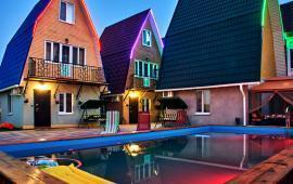 Дом с бассейном в Феодосии у моря