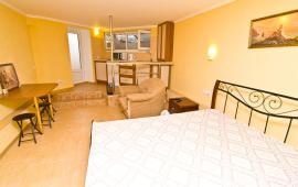 Однокомнатная квартира в Феодосии в 10 метрах от пляжа, Черноморская набережная