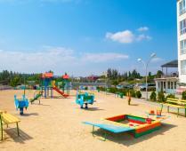 Море, пляж и жилой комплекс, где находится квартира - фотография № 15
