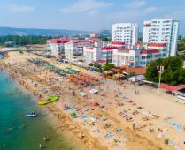 Море, пляж и жилой комплекс, где находится квартира - фотография № 20