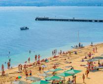 Море, пляж и жилой комплекс, где находится квартира - фотография № 10