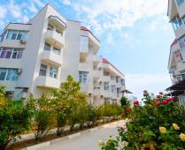 Море, пляж и жилой комплекс, где находится квартира - фотография № 11